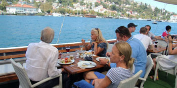 Istanbul Bosphorus Boat Tour With Lunch